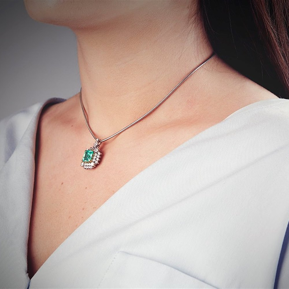 18k White Gold 3.50ct Colombian Emerald & 3.00ct Diamond Necklace