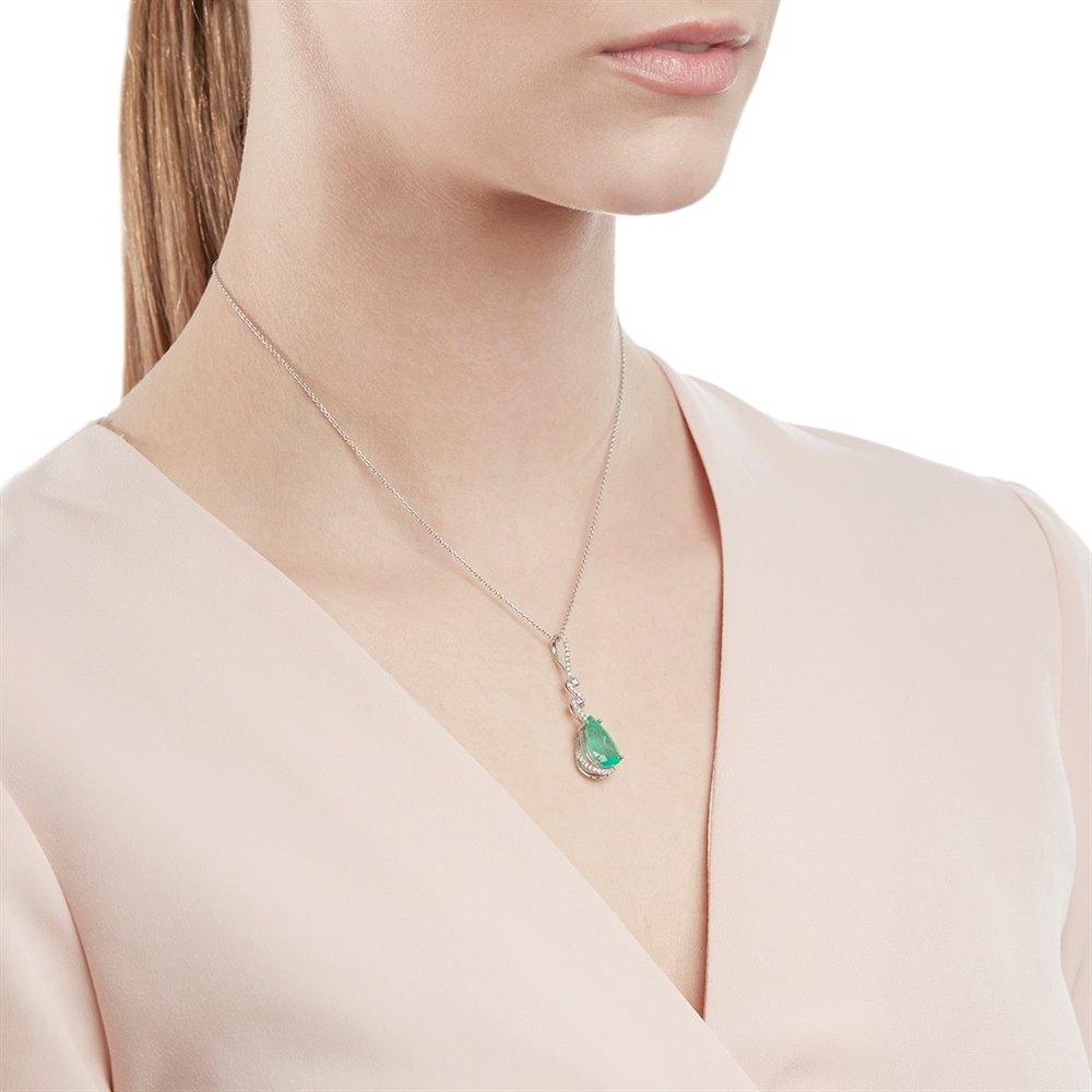 18k White Gold 4.04ct Colombian Emerald & 0.34ct Diamond Twist Necklace