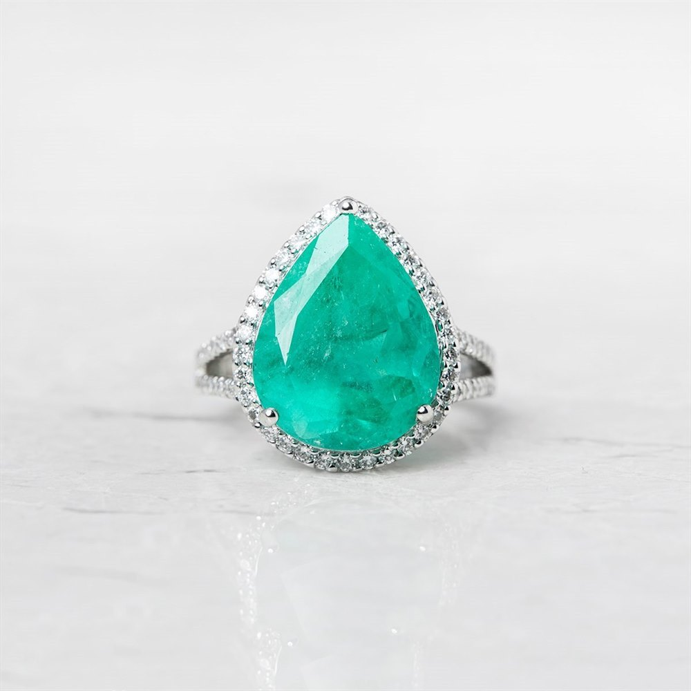 18k White Gold 8.66ct Colombian Emerald & 0.65ct Diamond Ring