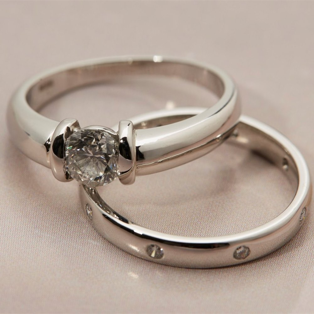 Platinum diamond engagement wedding ring set com582 for Wedding ring engagement ring set