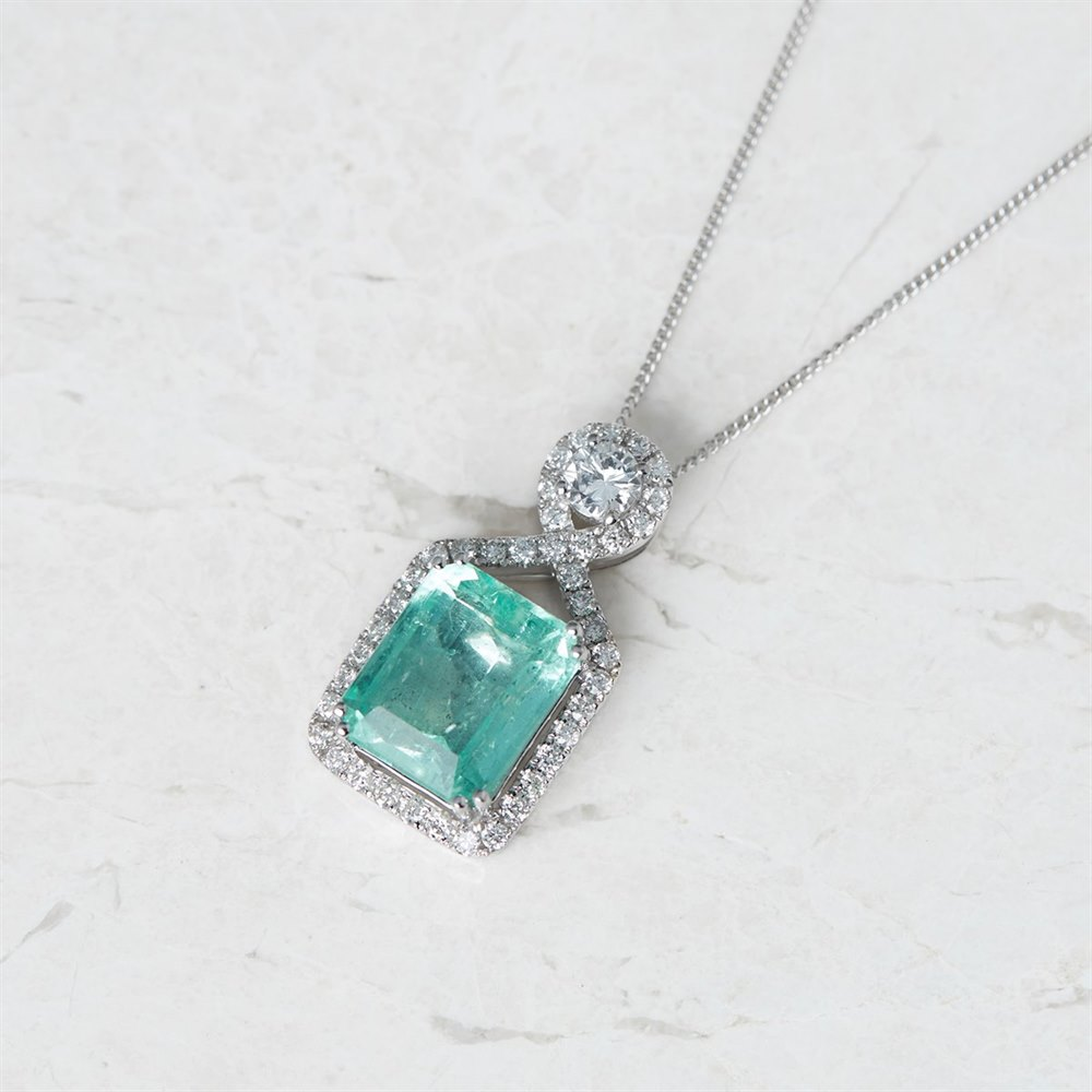 18k White Gold 5.00ct Colombian Emerald & 0.66ct Diamond Necklace