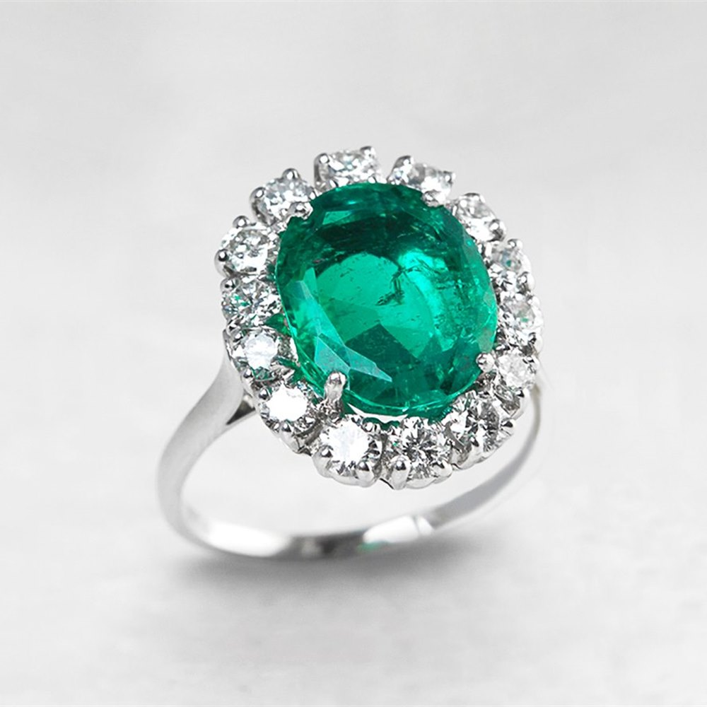 18k White Gold 4.60ct Colombian Emerald & 2.00ct Diamond Ring