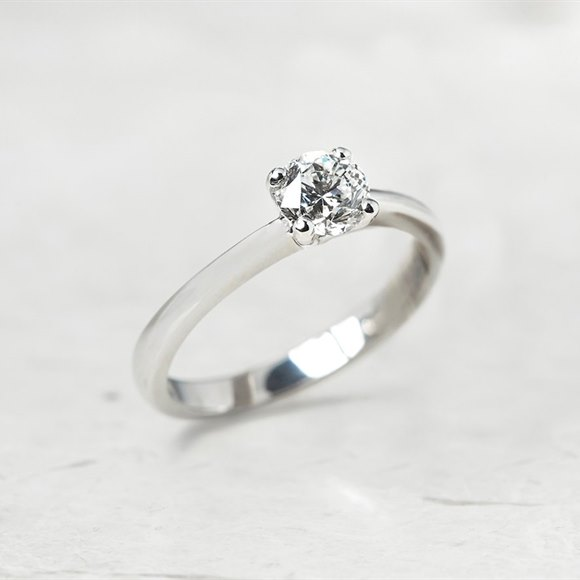 18k White Gold Round Brilliant Cut 0.64ct Diamond Engagement Ring
