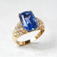 Van Cleef & Arpels 18k Yellow Gold 10.73ct Ceylon Sapphire & 1.80ct Diamond Ring