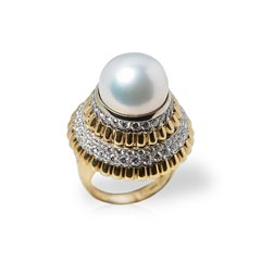 Van Cleef & Arpels 18k Yellow Gold Pearl & Diamond Ring