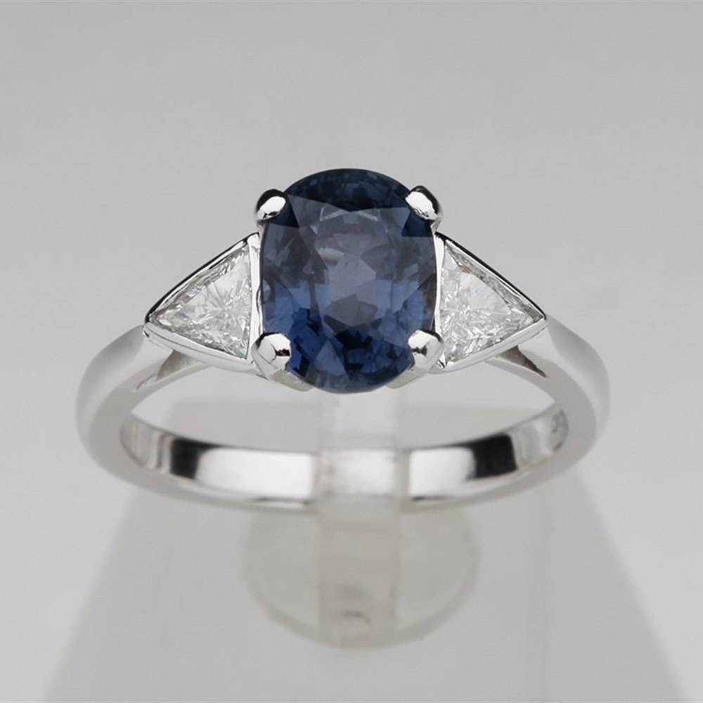 Platinum 3.22 cts VS Diamond & Colour Change Sapphire Ring Cerified