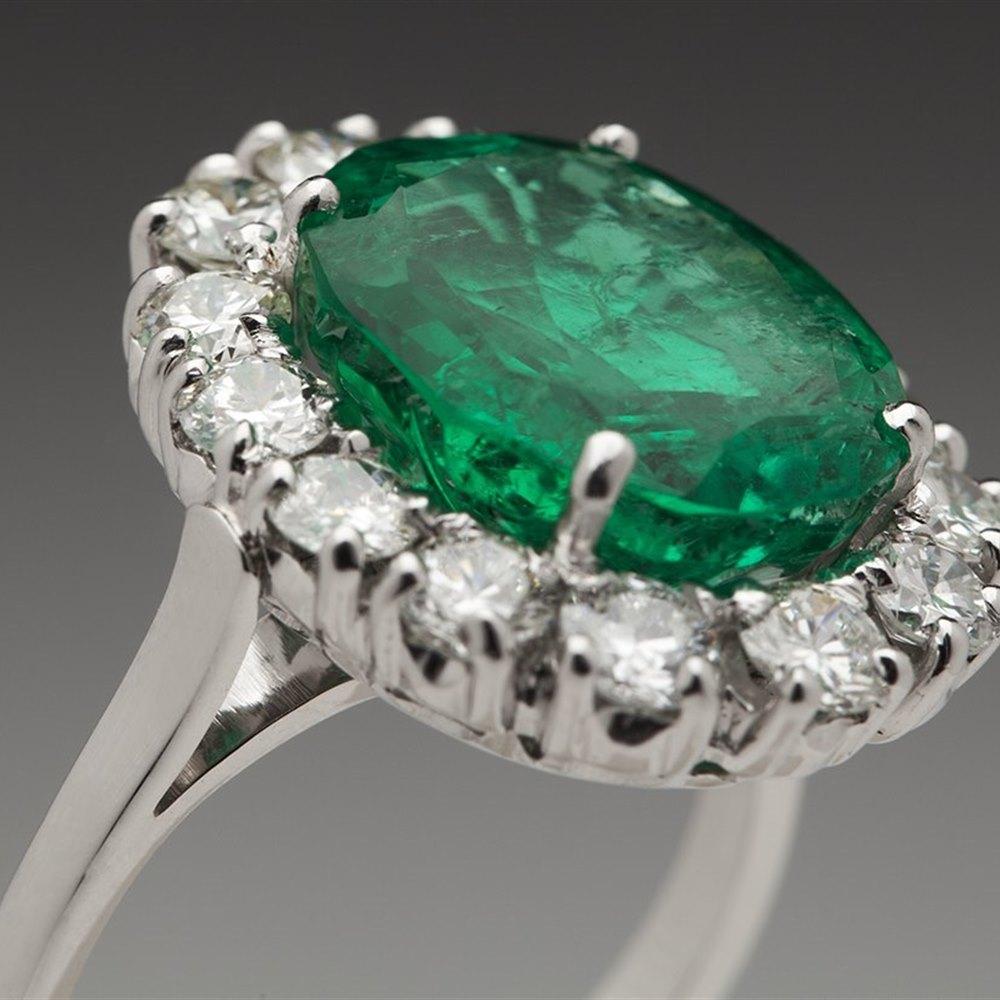 18K White Gold 6.60 cts Emerald & Diamond Ring