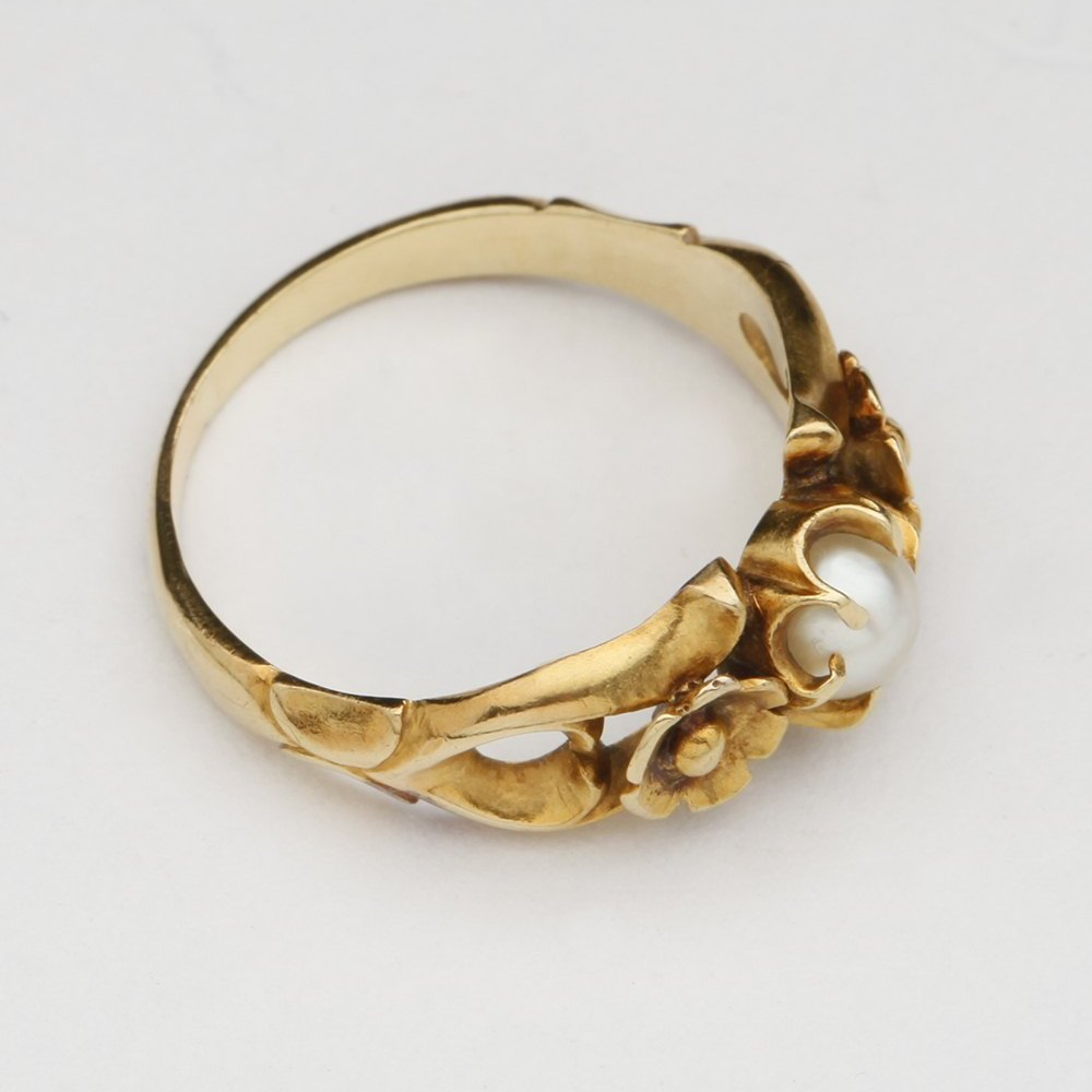 9k Yellow Gold Sea Pearl Floral Ring
