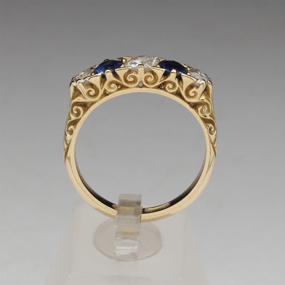 Vinatge 18k Yellow Gold Diamond & Sapphire Ring