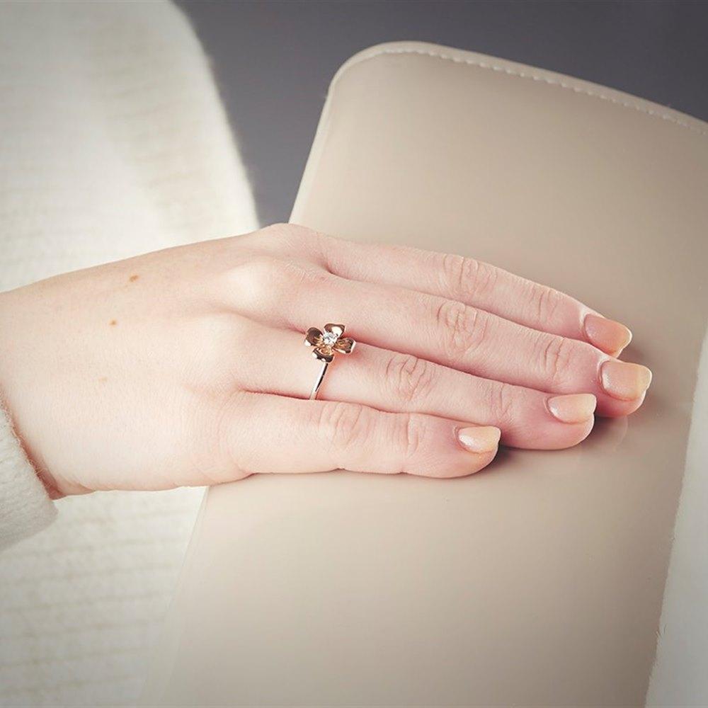 Mappin & Webb 18k White & Rose Gold 0.15ct Diamond Flower Ring