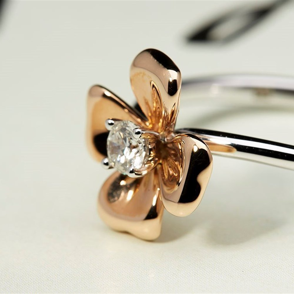Mappin & Webb 18K White Gold and Rose Gold 0.15cts Diamond Ring Size N